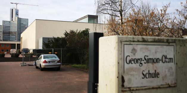 In dieser Flüchtlingsunterkunft in Köln-Gremberg erheben Bewohnerinnen schwere Vorwürfe
