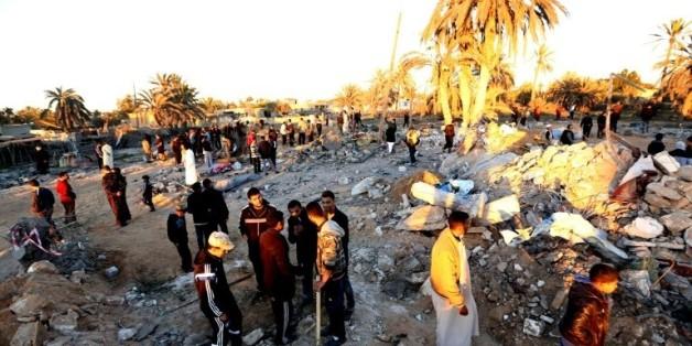 Décombres après un raid américain contre un site d'entraînement jihadiste près de la ville libyenne de Sabratha, le 19 février 2016