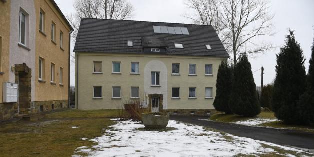 Ein Merhfamilienhaus in Clausnitz, in dem Flüchtlinge untergebracht sind