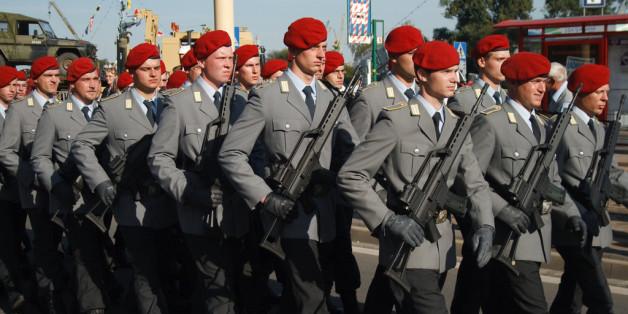 Parade de militaires allemands. Crédit : High Contrast