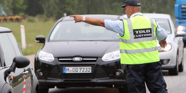Die Wiedereinführung von Grenzkontrollen könnte Deutschland teuer zu stehen kommen.