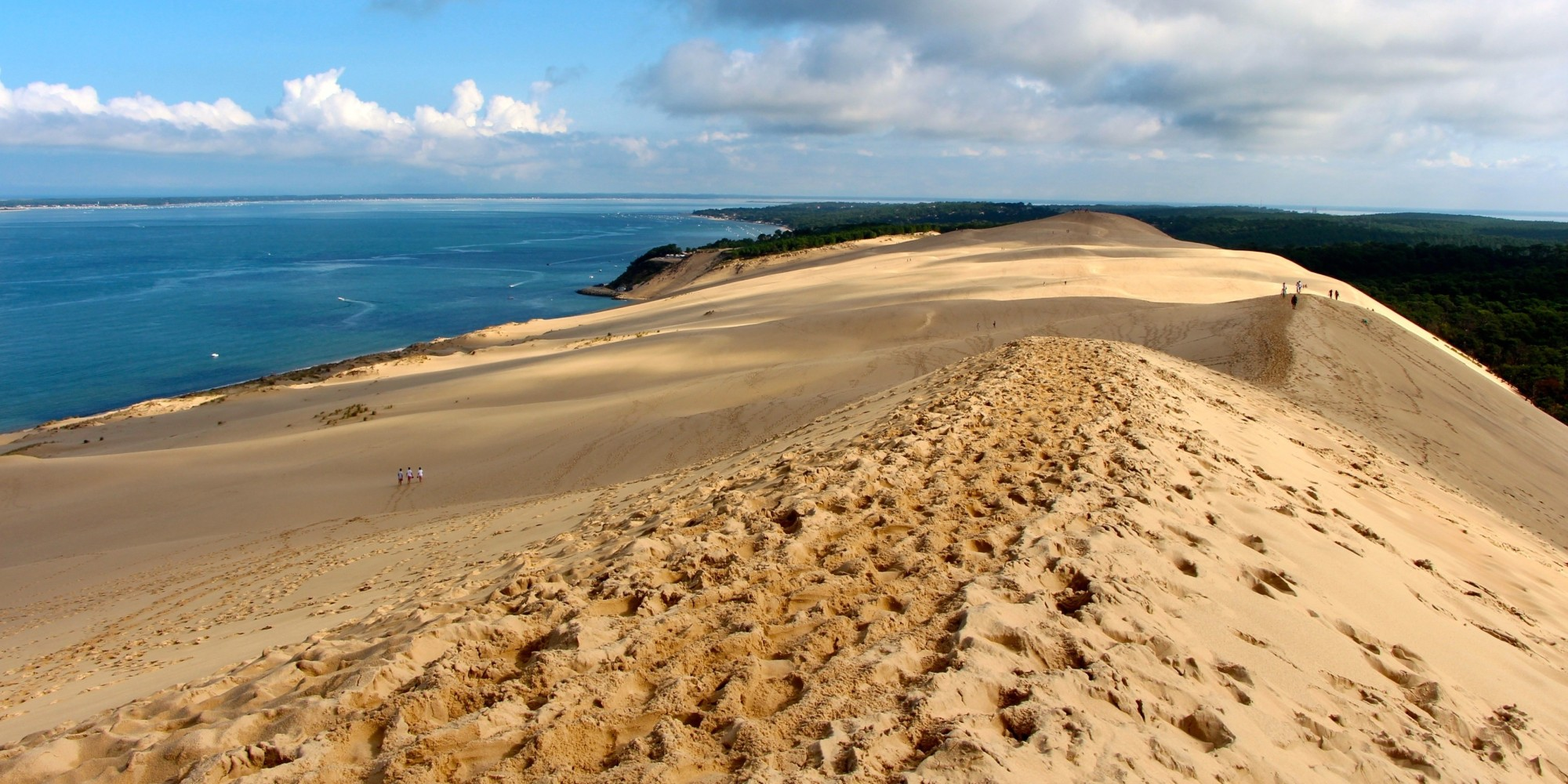 Yes this giant sand dune is surprisingly located in france huffpost - Dune du pilat restaurant ...