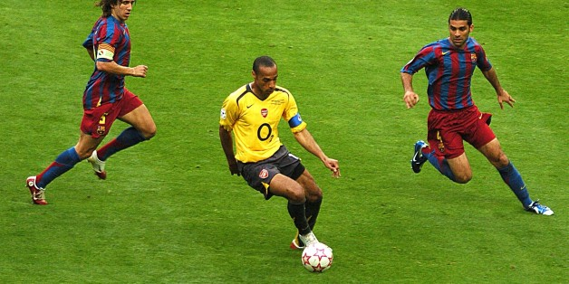 Barcelona's CarlesPuyol (l) and Rafael Marquez (r) close down Arsenal's Thierry Henry