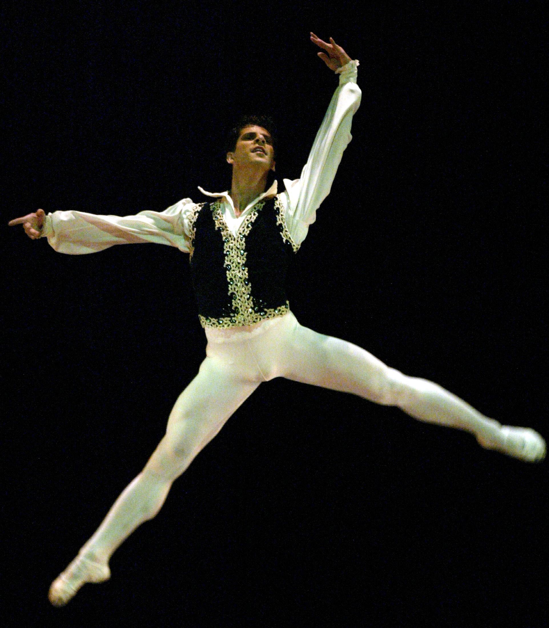 la danse classique pour un homme attire toujours autant de clich s ce danseur toile l 39 a. Black Bedroom Furniture Sets. Home Design Ideas