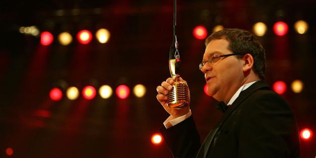 """Elton moderiert """"Schlag den Star"""" - und dabei bekommt er Unterstützung."""