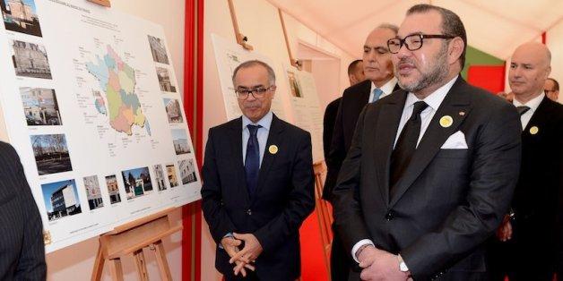 Mohammed VI visite le consulat d'Orly, en France (23 février 2016)