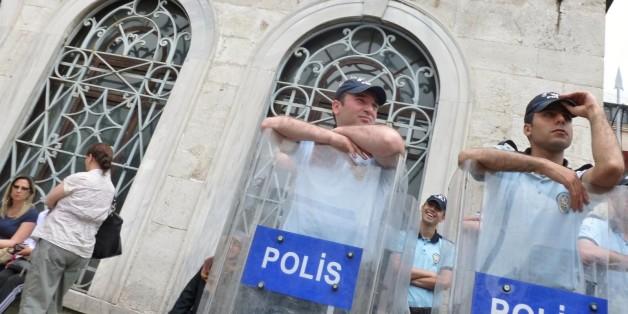 Policiers turcs.