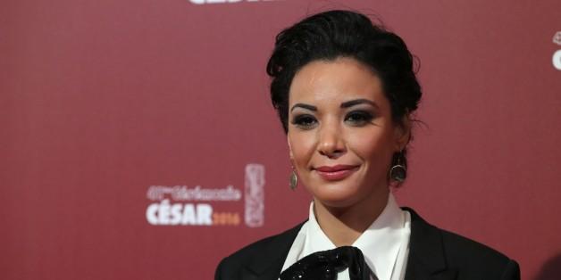 Loubna Abidar à son arrivée sur le tapis rouge des César