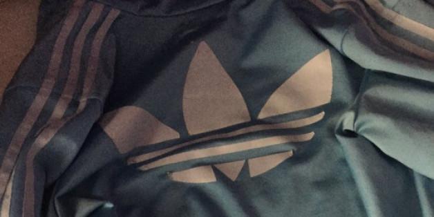Das Internet streitet, welche Farbe diese Jacke hat