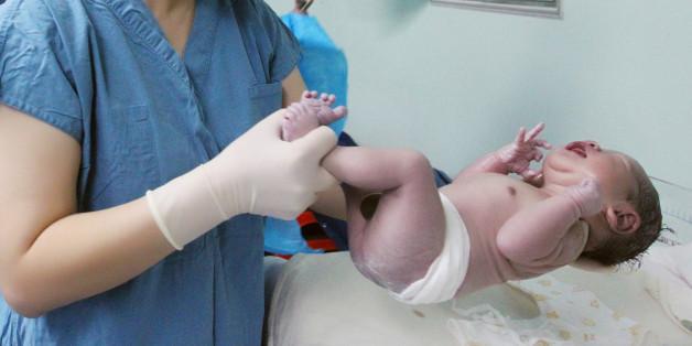 Dieses neugeborene Baby ist 12 Jahre alt