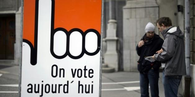 Panneau incitant à voter, lors d'une élection le 18 octobre 2015 à Fribourg en Suisse