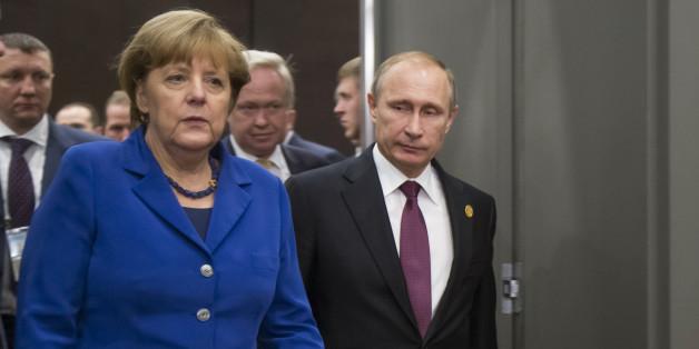 German Chancellor Angela Merkel, left, and Russian President Vladimir Putin enter a hall for their talks during the G-20 Summit in Antalya, Turkey, Monday, Nov. 16, 2015. (AP Photo/Alexander Zemlianichenko, Pool)