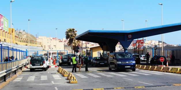Un Marocain tente de passer de force à Sebta en voiture
