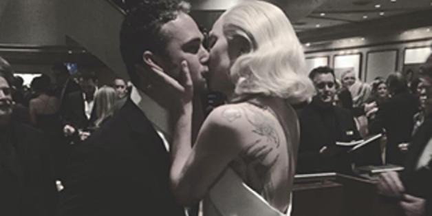 Inniger Kuss_ Lady Gaga und Verlobter Taylor Kinney