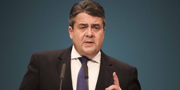 SPD-Chef Sigmar Gabriel verteidigt seine Pläne zum Sozialpaket gegen Kritik von Wolfgang Schäuble
