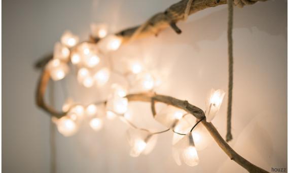 Decorare con le catene di luci per essere in festa tutto l for Luci per decorare la stanza