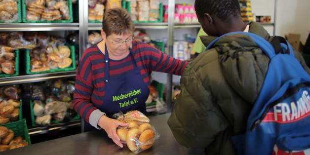 Migranten kommen auch zur Tafel - doch die Waren werden nicht mehr