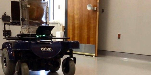 Affen steuern Rollstuhl mit Gedanken