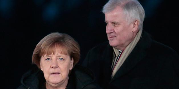Seehofer fällt Bundeskanzlerin Merkel bei ihrer Flüchtlingspolitik in den Rücken