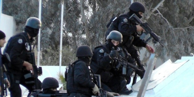 Des hommes des forces spéciales tunisiennes à Ben Guerdane, dans une région de Tunisie voisine de la Libye, le 7 mars 2016