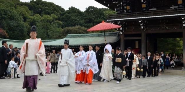 Cérémonie de mariage shintoïste au temple Meiji de Tokyo, le 11 novembre 2012