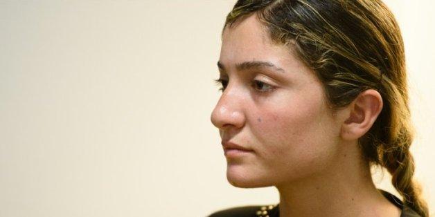 Nihad, une Irakienne yazidie de 16 ans kidnappée par l'organisation Etat islamique, s'exprime lors d'un entretien avec l'AFP
