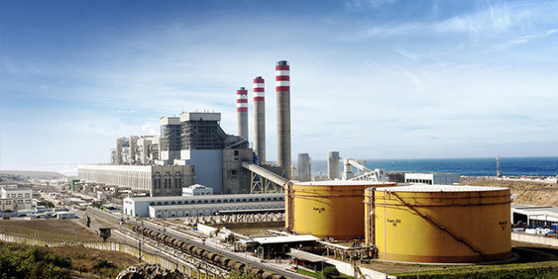 La centrale à charbon de Jorf Lasfar, située à 20 kilomètres d'El Jadida, à proximité du Port de Jorf Lasfar.