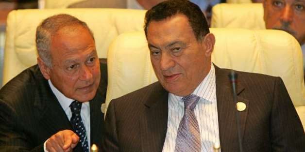 L'ex-président égyptien Hosni Moubarak et Ahmed Aboul Gheit le 4 juillet 2005 à Syrte, en Libye