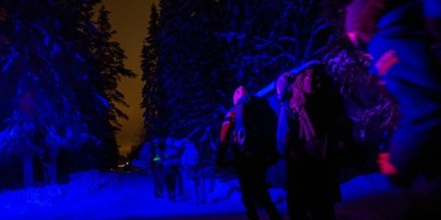 """Des adolescents norvégiens jouent à être des """"réfugiés"""" durant 24 heures, dans un camp militaire à Trandum, en Norvège, pour être sensiblisés au sort des migrants"""