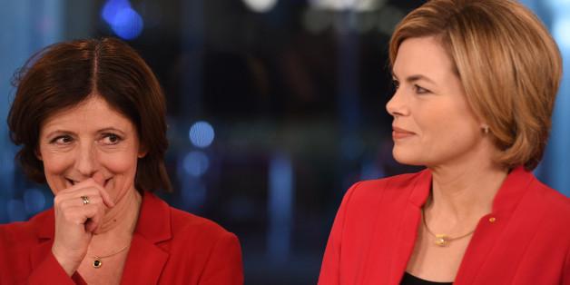 Julia Klöckner und die lachende Wahlgewinnerin Malu Dreyer am Sonntagabend