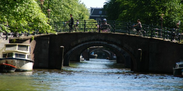 Grachtenkanal, Amsterdam, Niederlande, Holland, Europa, Brücke, Gracht, Kanal, Reise, BB, DIG; P.-Nr.: 941/2005, 18.06.2005;  (Photo by Peter Bischoff/Getty Images)