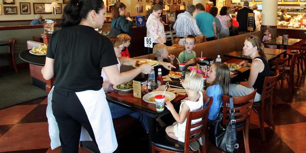 An die Mutter mit dem schreienden Kind im Restaurant