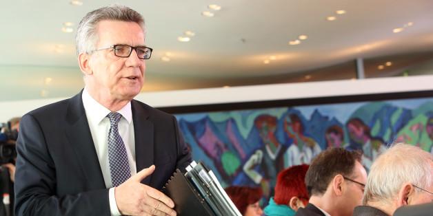 """Innenminister Thomas de Maiziere verbietet den rechtsextremistischen Verein """"Weiße Wölfe Terrorcrew"""""""