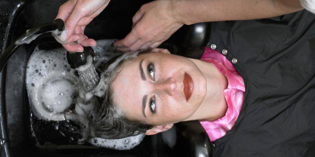 Bei einem Friseur-Salon kann man einen Schlaganfall bekommen
