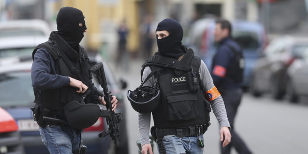 Polizisten jagen Terrorverdächtige (Symbolbild)