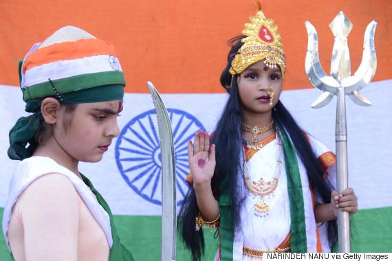 children dressed as bharat mata