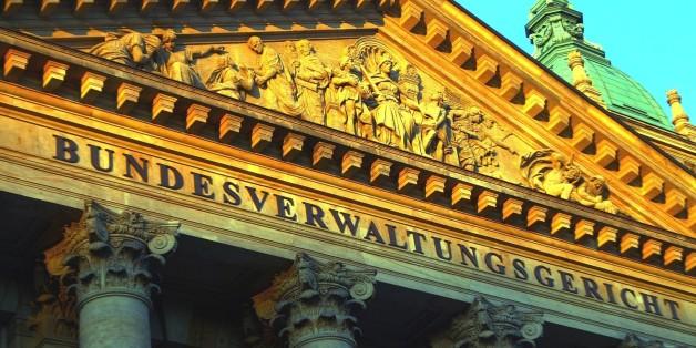 (GERMANY OUT) Deutschland, Sachsen: das Bundesverwaltungsgericht (ehemals Reichsgericht). Schriftzug ueber dem Eingangsbereich. (Photo by Seyboldt/ullstein bild via Getty Images)