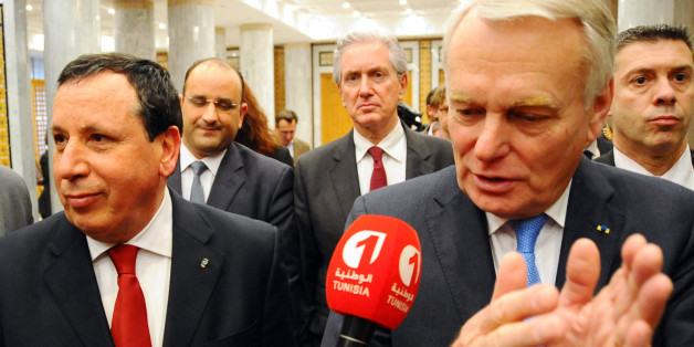 Tunisian Foreign Minister Khemaies Jhinaoui, left, and his French counterpart Jean-Marc Ayrault, speak to the media during his visit, in Tunis, Thursday, March 17, 2016. (AP Photo/Hassene Dridi)