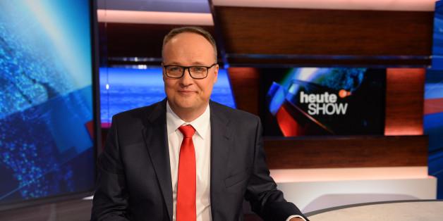 Oliver Welke ist der Anchorman von der heute-show im ZDF