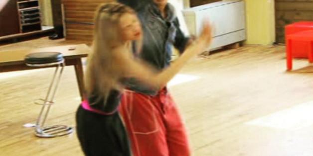 Alessandra Meyer-Wölden hat den Ellenbogen ihres Tanzpartners ins Gesicht bekommen