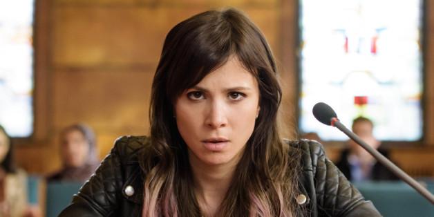 Aylin (Aylin Tezel) drohen fünf Jahre Gefängnis