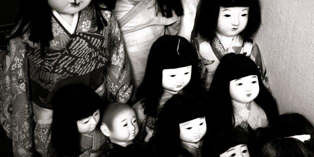 日本人形の群れ。けっこう怖い。