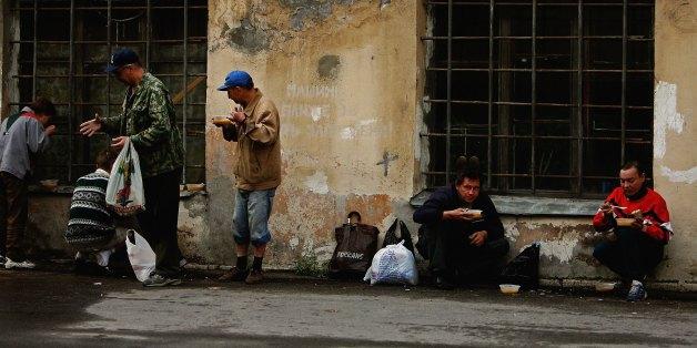 Arme Menschen im russischen Sankt Petersburg