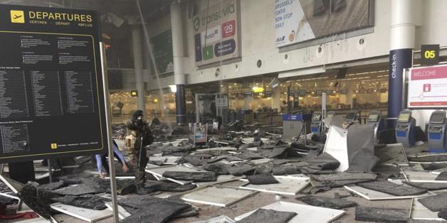 Dans l'aéroport de Bruxelles peu après l'explosion le 22 mars 2016