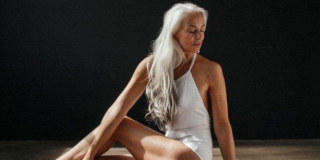 On peut être mannequin pour des maillots de bain à 60 ans (et être sublime)