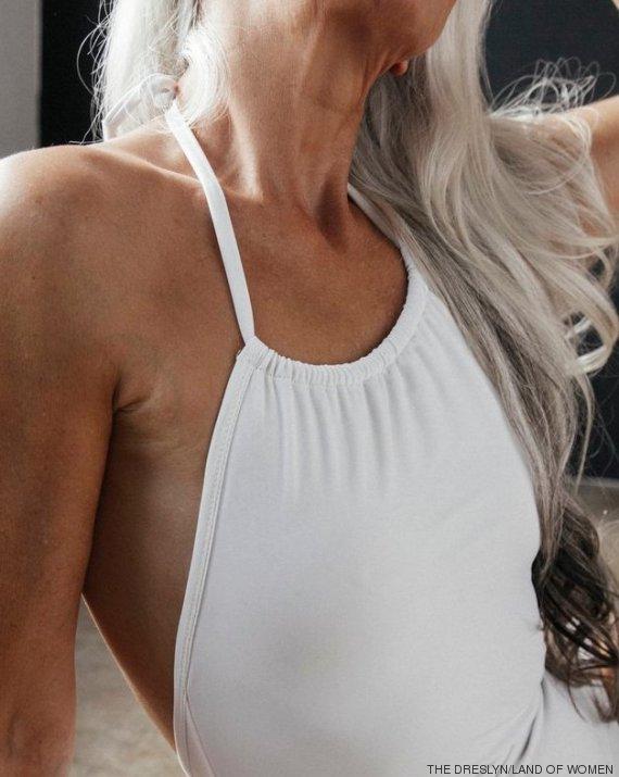 photos 60 ans yasmina rossi est mannequin pour des maillots de bain et sublime le. Black Bedroom Furniture Sets. Home Design Ideas