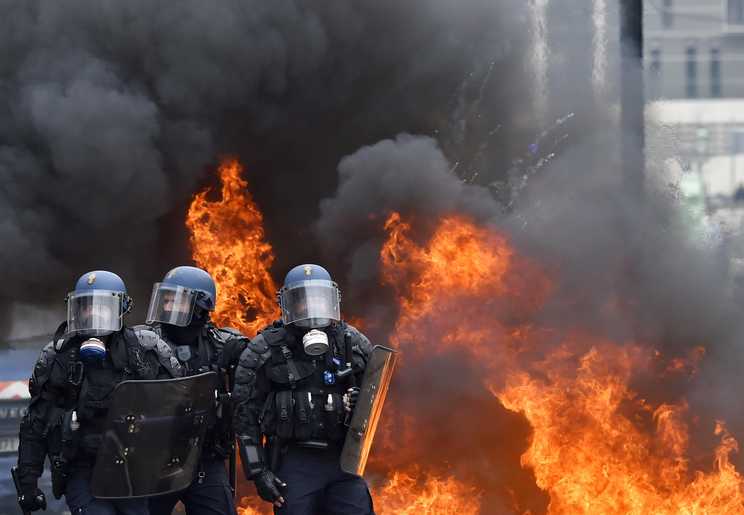 france work week riots
