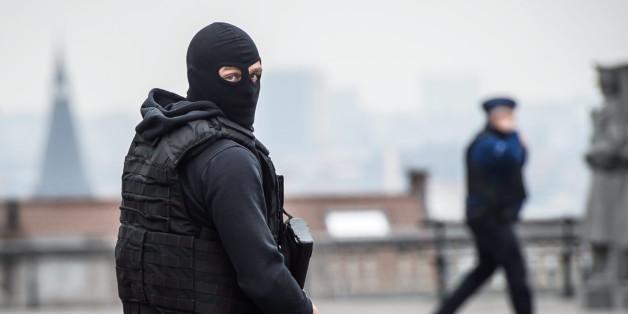 Ein belgischer Polizist nach den Terroranschlägen von Brüssel
