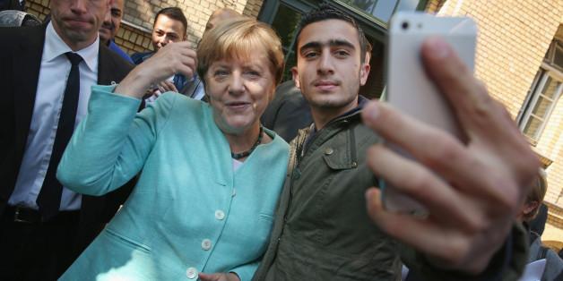 Anas Modamani und Angela Merkel