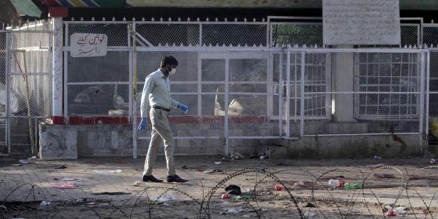 Sur le site de Lahore visé par l'attentat, le 28 mars 2016